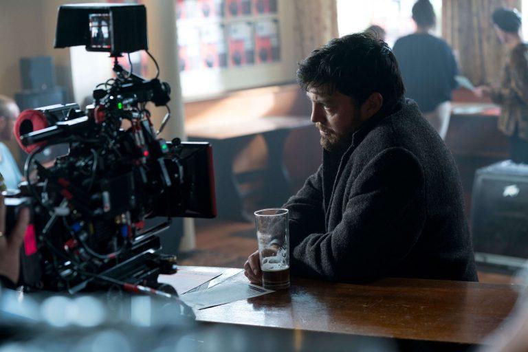 Tom Burke as Cormoran Strike in pub scene